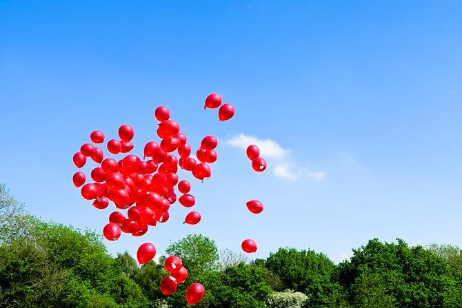 Day60_107redballoons